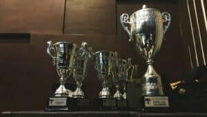platform of trophies representing good reviews